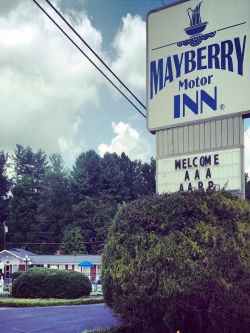 Mt airy nc hotels for Mayberry motor inn mt airy nc